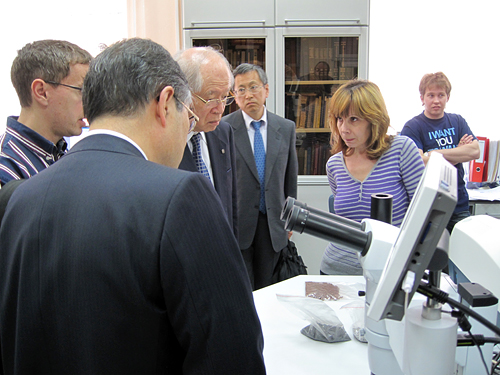 President Noyori visiting the Institute of Chemistry